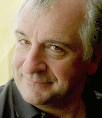 Douglas_adams_portrait_cropped